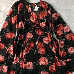 🌷Beautiful bell sleeve flower dress 🌷